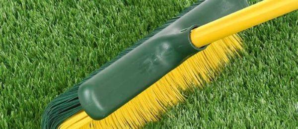 limpiar cesped artificial
