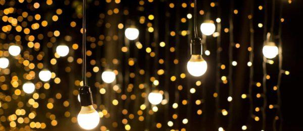 Cómo-iluminar-tu-jardín-de-césped-artificial-1