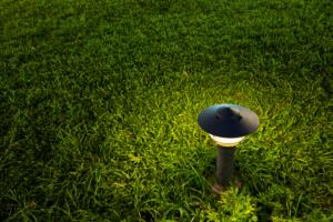 iluminacion jardin cesped